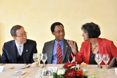 Secretary-General Ban Ki-moon ( left ) with Ambassador Martin Ihoeghian Uhomoibhi, Permanent Representative of the Federal Republic of Nigeria to UNOG and President of the 2008 Human Rights Council and and Navanethem Pillay, High-Commissioner United Nations for Human Rights during the luncheon on the occasion of the Sixtieth anniversary of the Universal Declaration of Human Rights